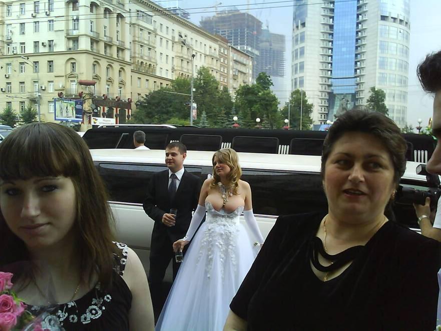 ai146.photobucket.com_albums_r252_alex__gt3___weddingboob.jpg