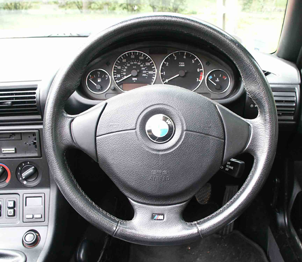 bmw z3 fitting a smaller steering wheel by mike fishwick. Black Bedroom Furniture Sets. Home Design Ideas